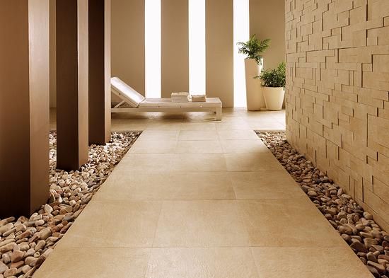 Interior pada dinding dan lantai dengan batu alam