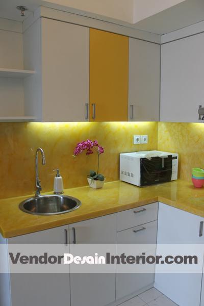 Ide Kitchen Set Jakarta Kombinasi Berani Kuning Putih Jasa Desain