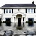 Membersihkan Rumah Setalah Banjir