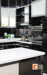 Desain Dapur Minamalis Jakarta Sunter Hitam Putih