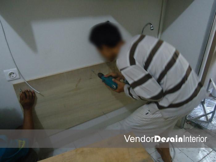 Progress Pengerjaan Design Interior Apartemen Kelapa Gading Jakarta Pasang Lemari Kabinet